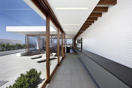 510824d1b3fc4b276d0000af_cormac-residence-laidlaw-schultz-architects_cormac_02-528x351