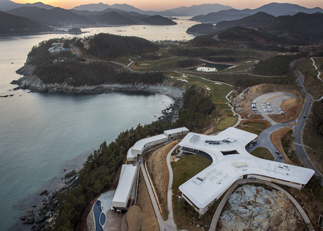Southcape-by-Mass-Studies_dezeen_20