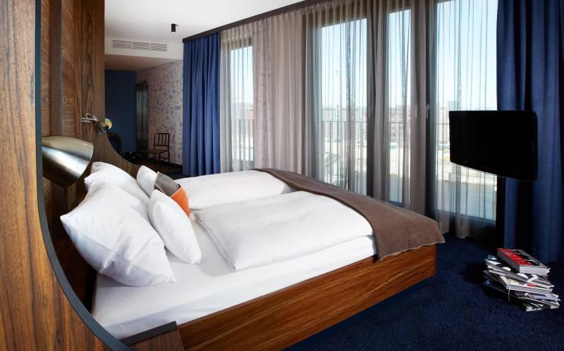 326_8_25hours_Hotel_Hamburg_Number_One Esszimmer.  142_8_25hours_Hotel_Hamburg_HafenCity XL_Koje